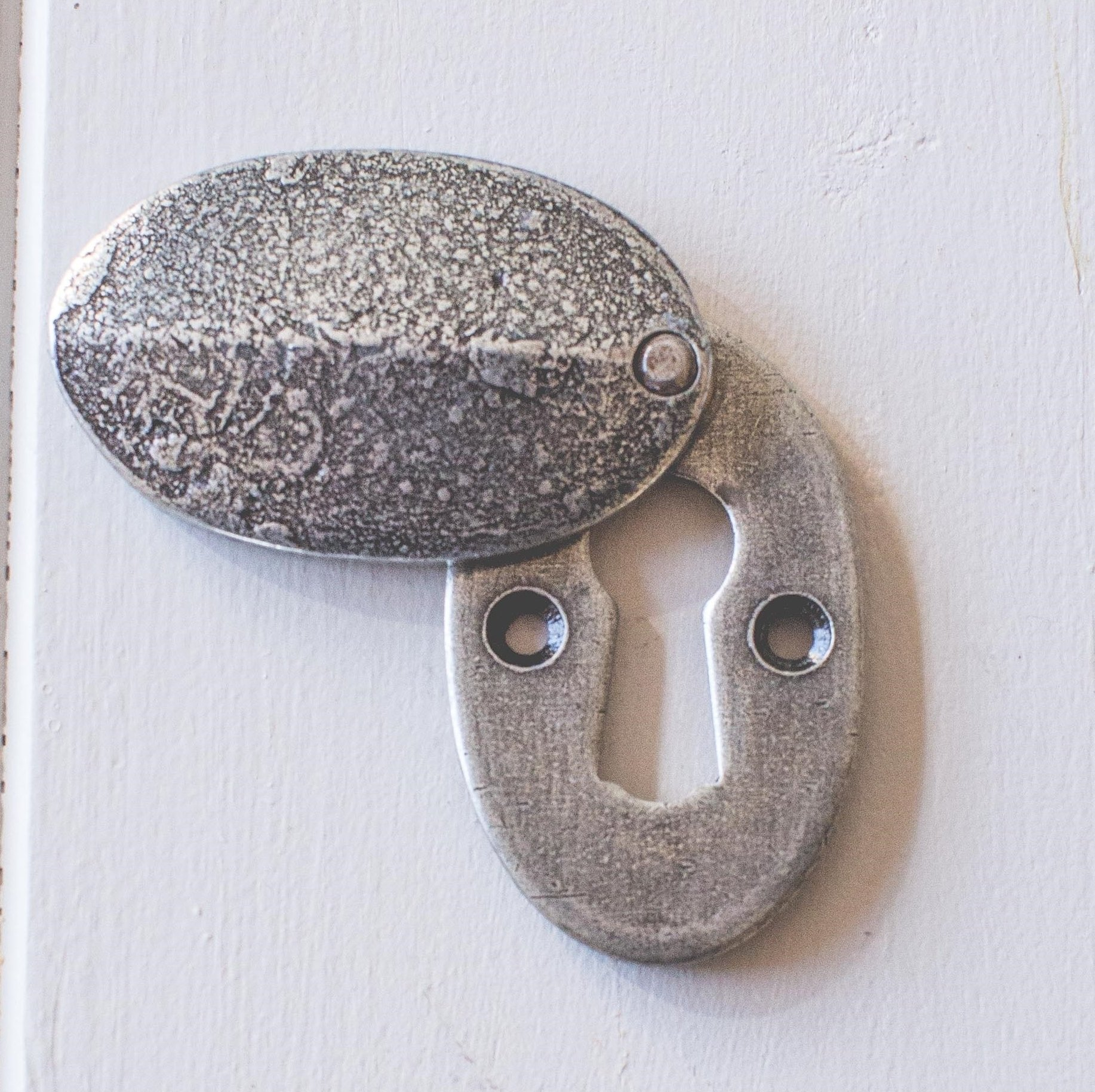 Oval Covered Escutcheon - Pewter