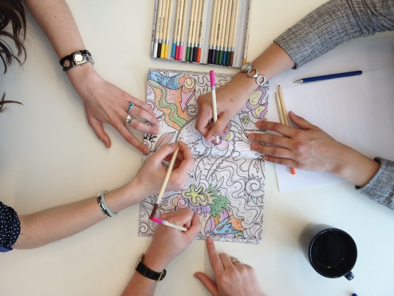 hands colouring in